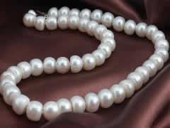 老人配戴淡水珍珠有什么好处?戴珍珠项链对甲状腺有好处吗及戴珍珠的作用和功效